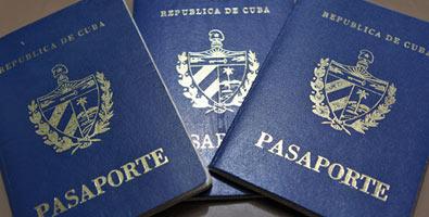 La solicitud de pasaporte en suelo cubano se podrá formular en todas las oficinas del Carné de Identidad del país, que se han habilitado para ello; en las actuales oficinas de Inmigración y Extranjería, y en las Oficinas de Trámites Integrales del Ministerio del Interior que funcionan en las provincias de Artemisa y Mayabeque, y en el municipio especial Isla de la Juventud.
